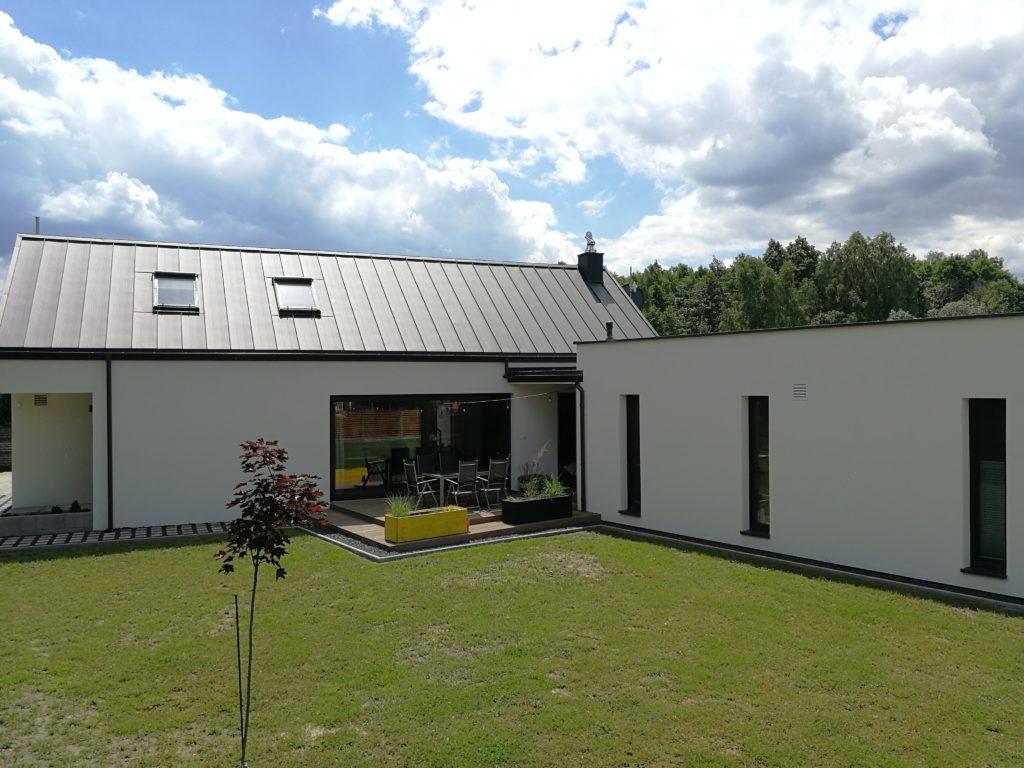 dach dwuspadowy w domu jednorodzinnym